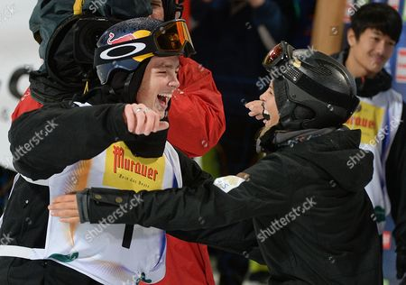 Winner Scotty James (l) of Australia Celebrates with Fellow Countrywoman Torah Bright During the Mens Halfpipe Final at the Fis Snowboard World Championships 2015 in Kreischberg Austria 17 January 2015 Austria Kreischberg