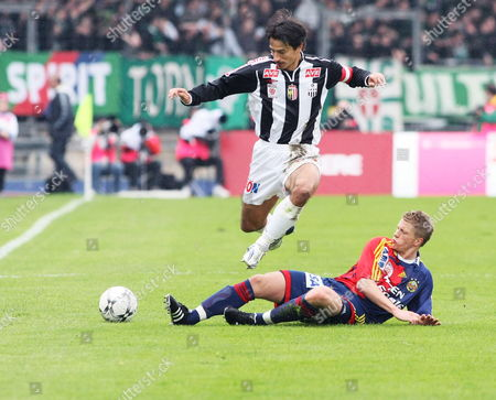 Lask Linz's Ivica Vastic (l) Struggles For the Ball with Rapid Vienna's Christian Thonhofer During Their Austrian T-mobile Bundesliga Soccer Match Lask Linz Vs Sk Rapid Wien 06 April 2008 in Linz Austria Linz
