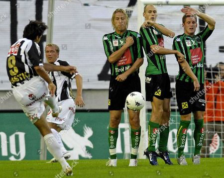Lask Linz Player Ivica Vastic (l) Fires His Free Kick at the Defensive Wall of Wacker Innsbruck Players Thomas Eder (3-r) Dennis Mimm (2-r) and Peter Orosz (r) During Their Austrian Bundesliga Soccer Match Held at the Tivoli Stadiium in Innsbruck Tirol Austria 18 August 2007 Austria Innsbruck