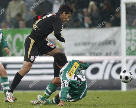Tanju Kayhan (r) of Rapid Vies with Lask Player Ivica Vastic During the Austrian Bundesliga Match Sk Rapid Vs Lask Linz at the Hanappi Stadium in Linz Austria on 15 November 2008 Austria Vienna