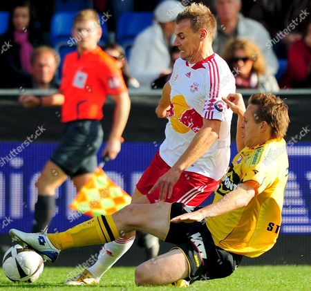 Alexander Zickler of Red Bull Salzburg (l) is Challenged by Christoph Stueckler of Altach During Their Austrian Bundesliga Soccer Match in Altach Austria 19 October 2008 Austria Altach