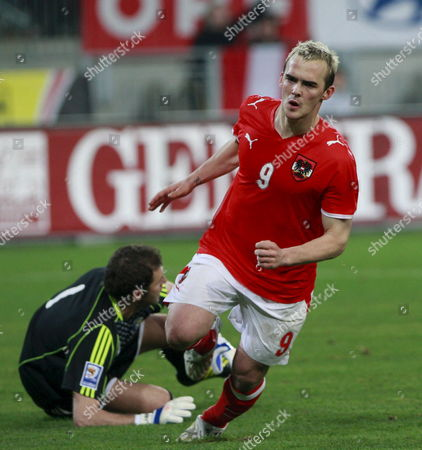 Austria's Erwin Hoffer (r) Escapes From Romania's Goalkeeper Bogdan Lobont to Score the Second Goal For His Team During the World Cup 2010 Qualifying Soccer Match Austria Vs Romania in Klagenfurt Austria on 01 April 2009 Austria Klagenfurt