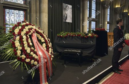 The Urn of Austrian Entertainer Udo Juergens is on Display Next to a Piano Covered with Flowers During His Funeral Ceremony in Vienna Austria 22 January 2015 Juergens Died on 21 December 2014 of Acute Heart Failure in Muensterlingen Switzerland at the Age of 80 Austria Vienna