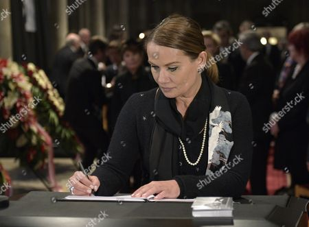 Jenny Juergens the Daughter of Late Austrian Entertainer Udo Juergens Signs the Condolence Book During the Funeral Ceremony For Her Father in Vienna Austria 22 January 2015 Juergens Died on 21 December 2014 of Acute Heart Failure in Muensterlingen Switzerland at the Age of 80 Austria Vienna