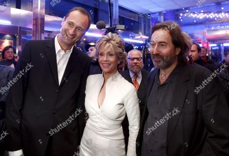 Viennale 2007 Festival Direktor Hans Hurch (r) Us Actress Jane Fonda (c) and City Counsellor in Charge of Cultural Affairs Andreas Mailath-pokorny (l) Pose For Photographers During the Opening Gala of the Vienna International Film Festival (viennale) 2007 at the Gartenbaukino in Vienna Austria 19 October 2007 the Viennale 2007 Runs From 19 to 31 October Austria Vienna