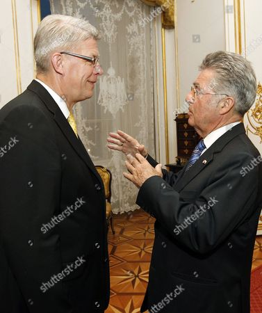 Austria's President Heinz Fischer (r) Chats with President of Latvia Valdis Zatlers During a Dinner in Honor of the World Economic Forum Participating Heads of State and Government at Vienna's Hofburg Castle 07 June 2011 the Delegates Will Attend the World Economic Forum For Central Europe in Vienna 08 June Austria Vienna