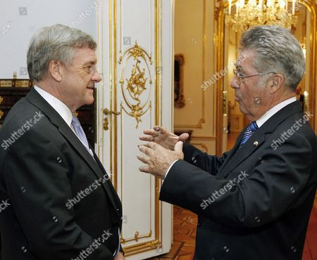Austria's President Heinz Fischer (r) Chats with Sir Michael Rake During a Dinner in Honor of the World Economic Forum Participating Heads of State and Government at Vienna's Hofburg Castle 07 June 2011 the Delegates Will Attend the World Economic Forum For Central Europe in Vienna 08 June Austria Vienna