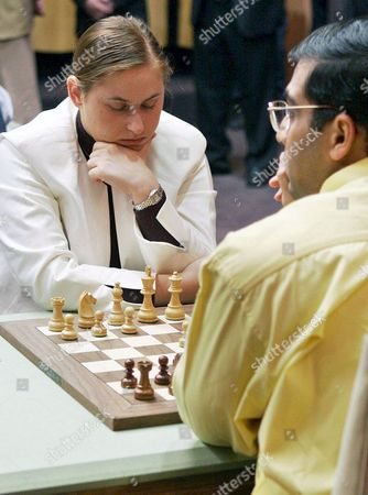 Bishwanathan Anand (r) From India and Judit Polgar (l) From Hungary Play Their Chess Game in the First Round of the Chess World Championship in Potrero De Los Funes San Luis Province Argentina Wednesday 28 September 2005 Players From Uzbekistan England Hungary India Bulgaria and Russia Will Take Part in the First Round of the Chess World Championship the Championship Will Be Held From September 28 to October 15 Argentina Buenos Aires