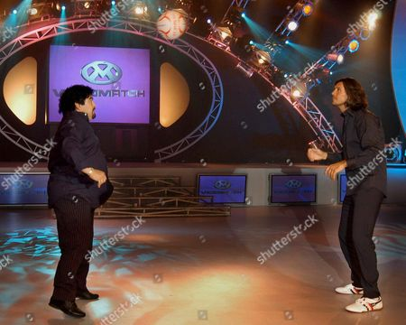 Former Argentinian Soccer Star Diego Maradona (l) Plays Soccer with Television Host Marcelo Tinelli (r) Interviewed Maradona Monday Night 06 December 2004 on the Set of His Variety Show Maradona Returned to Argentina on Sunday From Cuba where He is Undergoing Drug Rehabilitation Argentina Buenos Aires