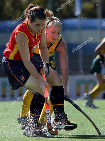 Australia's Sarah O?connor (r) Struggles For the Ball with Spain's Mar?a Romagosa (l) Tuesday 16 January 2007 During the Bdo Champions Trophy in Quilmes 20 Km South of Buenos Aires Argentina Quilmes