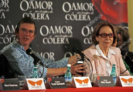 British Film Director Mike Newell (l) and Brazilian Actress Fernanda Montenegro (r) Talk to Journalists in a Press Conference About Newell's New Movie 'Love in the Time of Cholera' During the International Film Festival 'Festival Do Rio 2007' in Rio De Janeiro Brazil 03 October 2007 the Movie is Based on the Book by Colombian Writer and Nobel Prize in Literature 1982 Laureate Gabriel Garcia Marquez Brazil Rio De Janeiro