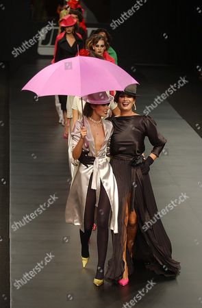 Brazilian Models Luiza Brunet (black) and Her Daughter Yasmin Brunet (umbrella) Take to the Catwalk Presenting a Proposal by Brazilian Fashion Designer 'Casa De Noca' For the Autumn/winter 2004/2005 Collection at the Fashion Rio in Rio De Janeiro Brazil Saturday 24 January 2004 Brazil Rio De Janeiro