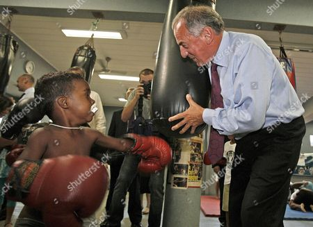 British Minister For Latin America Kim Howells (r) Jokes with a Boxer Child in the 'Luta Pela Paz' (fight For Peace) Project of the 'Viva Rio' Ngo in the Mare 'Favela' of Rio De Janeiro Which is Sponsored by the Uk Brazil 12 September 2007 Brazil Rio De Janeiro
