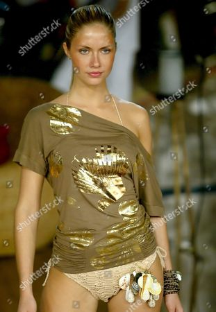 Model Ana Claudia Michels Takes to the Catwalk Wearing a Proposal of Agua De Coco Brand in the Spring-summer 2006 Collection During the Sao Paulo Fashion Week Show Thursday 29 June 2005 Fashion Week Runs Through 04 July 2005 Brazil Sao Paulo