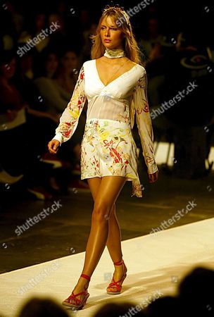 Ana Claudia Michels Takes to the Catwalk Wearing a Proposal by Patachou For the Spring-summer 2006 Collection During the Sao Paulo Fashion Week Show Tuesday 28 June 2005 Fashion Week Runs Through to 04 July 2005 Brazil Sao Paulo