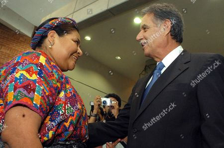 The Guatemalan Indigenous Leader and 1992 Peace Nobel Prize Rigoberta Mench· (l) Greets Guatemalan President Elect Oscar Berger (r) Monday 29 December 2003 During the Release of 'Through a New Stage in the Building of the Peace' Declaration in the Framework of the 7th Anniversary of the Peace Agreements That Ended the Armed Conflict in Guatemala the Elect President Commited with a Group of Guatemalan Civil Society Leaders and Representatives to Comply the Peace Agreements and Make Them His 'Government Axis' Guatemala Guatemala