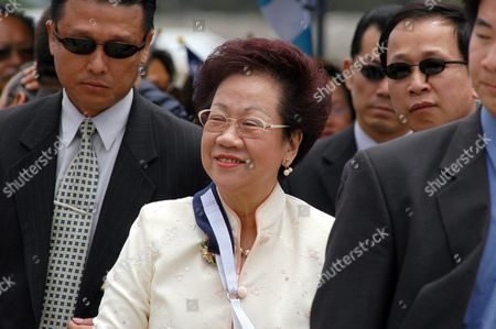 Taiwan Vice-president Annette Hsiu-lien Lu (c) After Her Arrived Today Friday June 4 2004 in Guatemalan Air Forces Installations in Guatemala She Will Meet with Nobel Prize Laureate Guatemalan Native Rigoberta Mench· Guatemala Guatemala