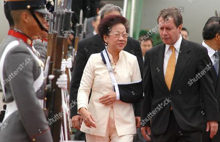Taiwan Vice-president Annette Hsiu-lien Lu (c) Talks with Chancellor Jorge Briz (r) After Her Arrival Friday June 4 2004 in Guatemalan Air Forces Installations in Guatemala She Will Meet with Nobel Prize Laureate Guatemalan Native Rigoberta Mench· Guatemala Guatemala