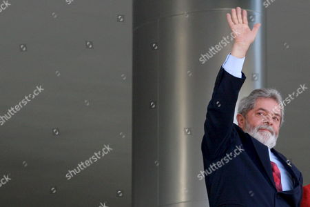 Brazilian President Luiz Inacio Lula Da Silva Waves As He Receives the President of the Republic of Benin Thomas Yayi Boni 15 August 2007 at the Planalto Palace in Brasilia Brazil Brazil Brasilia