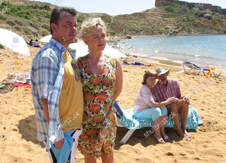 'What We Did On Our Holiday'   TV Shane Richie, Angeline Ball, Pauline Collins and Roger Lloyd Pack.