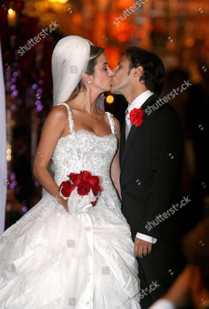 Newly-wed Brazilian Formula One Champion Felipe Massa (r) and Stylist Anna Rafaela Bassi (l) Kiss As They Leave the Nuestra Senora De Brazil Church in Sao Paulo Brazil After Their Marriage 30 November 2007 Massa's New Contract with Ferrari Will See Him Remain at the Team Until the End of the 2010 Season Media Reported Brazil Sao Paulo
