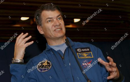 Stock Image of Space Shuttle Discovery Crew Member Italian Paolo Angelo Nespoli of European Space Agency (esa) Talks During a Press Conference at the Casa De Narino House of Colombian Government After a Meeting with President Alvaro Uribe Velez in Bogota Colombia 04 March 2008 Nespoli and His Colleagues George D Zamka Whose Mother is Colombian Us Stephanie D Wilson and Us Douglas H Wheelock Came As Part of a Visit to the Country in Which They Will Give Conferences in Several Cities About Their Experience Working in the Space Colombia Bogota