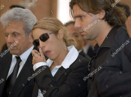 Colombian Singer-songwriter Shakira (c) with Her Boyfriend Antonio De La Rua (r) During the Burial Ceremony of Patricia Tellez Shakira's Manager in Colombia at Bogotß Colombia Wednesday 18 August 2004 Tellez was Found Dead in Her Appartment Local Media Said That She Suffered a Heart Attack Colombia Bogotß
