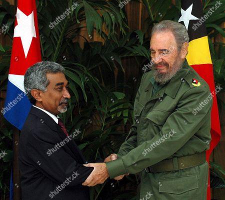 Cuban President Fidel Castro (r) Shakes Hands with East Timor Prime Minister Mari Bim Amude Alkatiri This Monday 12 December 2005 in Havana (cuba) Cuba La Habana