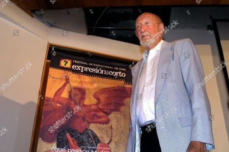Us Filmmaker Irvin Kershner Director of Films Like 'Robocop 3' and the 'The Empire Strikes Back' Said That the Mexican Film Industry Could Grow It Need More Dedicated 'Stars' During the Opening of the 7th Short Expression Film Festival at Guanajuato 365km From Mexico City Wednesday 21 July 2004 Mexico Guanajuato