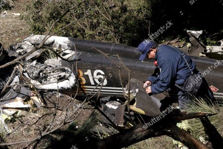 Stock Image of Government Members Inspect the Wreckage of the Helicopter on Thursday 22 of September That Crashed Wednesday 21 at San Miguel De Mimiapan in Mexico State Mexico where Mexican Security Minister Ramon Martin Huerta Died Along with Other Eight People Mexico San Miguel Mimiapan