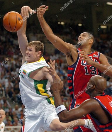 Tim Duncan (r) of the United States Breaks Up a Shot by Darius Songaila (l) of Lithuania in the Mens Basketball Bronze Medal Match at the Athens 2004 Olympic Games in Athens Saturday 28 August 2004 Epa/efe/lavandeira Jr Greece Athens