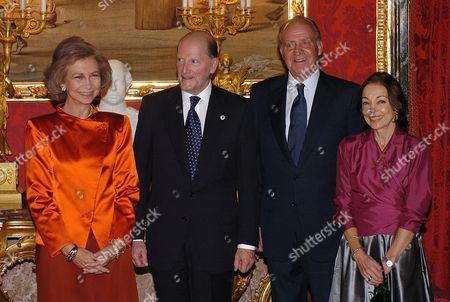 Stock Photo of Spanish King Juan Carlos (2r) and Queen Sofia (l) Hosted a State Dinner in Madrid on Wednesday 29 September 2004 For Visiting Bulgarian Prime Minister Simeon Saxe Coburg Gotha (2l) and His Wife Margarita G?mez Acebo (r) the Head of the Bulgarian Government is Making His First Official Visit to Spain Spain Madrid