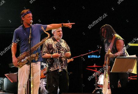 Us Saxophonist Bill Evans (l) Jokes with Trumpeter Randy Brecker (c) and Guitarist Hiram Bullock (r) During Oviedo's Jazz Festival Second Concert at Campoamor Theater in Oviedo Asturias (northern Spain) Tuesday 20 July 2004 Spain Oviedo