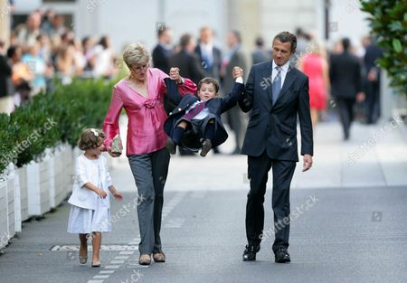 French President Nicolas Sarkozy's brother Francois Sarkozy with his wife and their children