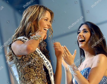 Miss Australia Jennifer Hawkins (l) Celebrates After Winning the 2004 Miss Universe Title in Quito Ecuador Tuesday 01 June 2004 Beating out 80 Other Contestants in the Pageant Broadcast Worldwide From the Capital of Ecuador Hawkins Succeeded 2003 Miss Universe Amelia Vega (r) of the Dominican Republic Ecuador Quito