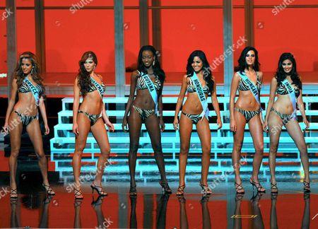 (l-r) Doukissa Nomikou Miss Greece Alida Boer Miss Guatemala Me Leesa Payne Miss Guyana Wendy Salgado Miss Honduras Ildik? B?na Miss Hungary and Puja Gupta Miss India Pose During a Swimsuit Show at Miss Universe 2007 in Mexico City 23 May 2007 Mexico Mexico City