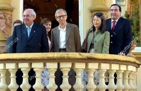 Us Film Maker Woody Allen (2l) and His Wife Soon Yi (2r) Are Welcomed by the President of Asturias Region Vicente Alvarez Areces (l) and the Director of the 'Principe De Asturias' Foundation Graciano Garcia (r) As They Arrive at Oviedo City Asturias Region Northern Spain Friday 13 May 2005 Allen who was Awared the 'Principe De Asturias' of Arts in 2002 is in Oviedo to Participate in the Events to Mark the Xxv Aniversary of the 'Principe De Asturias' Foundation the Film Director is Giving a Conference About the Future of Cinema in Oviedo City Tomorrow Spain Oviedo