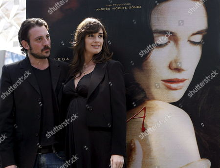 Spanish Actress Paz Vega and the Spanish Film Director Ray Loriga Pose During the Presentation of Their Latest Film 'Teresa: the Body of Christo' in Seville Southern Spain on Monday 26 February 2007 the Film Will Be Premiered in the Spanish Cinemas on 09 March 2007 Spain Sevilla