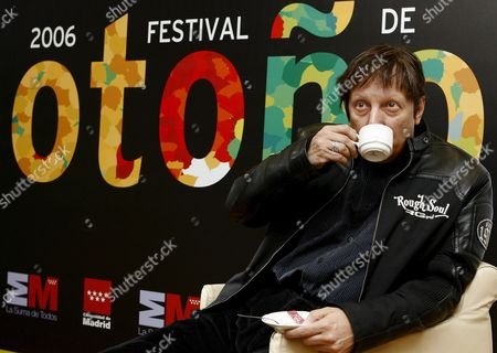 Internationally Renowned Canadian Playwright Actor and Director Robert Lepage Drinks a Cup of Coffee As He Poses For Photographers During the Presentation of 'The Andersen Proyect' That Will Be Performed During the Madrid Autumn Festival in Madrid Spain Thursday 02 November 2006 Lepage's Latest Work is a One Man Show Inspired by the Life and Works of Danish Writer Hans Christian Andersen and His Tale 'The Dryad' Spain Madrid
