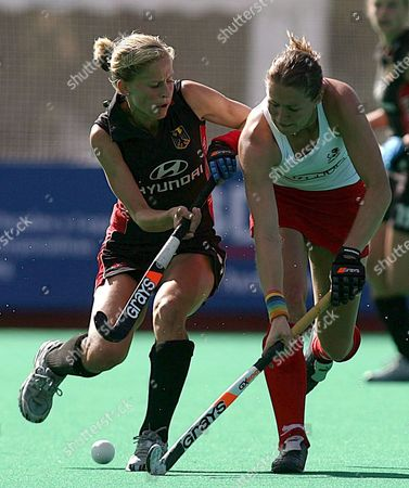 German Player Kerstin Hoyer (l) Fights For the Ball with the British Helen Grant During Their Women's Grass Hockey World Cup Match Disputed on Tuesday 03 October 2006 in Madrid Spain Spain Madrid