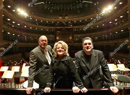 Soprano Deborah Voigt (c) Conductor Leon Botstein (l) and Tenor John Treleaven (r) Pose For Photographers During the Presentation of the Opera 'Helena Egiciaca' by Richard Strauss at the Royal Theatre in Madrid Spain Wednesday 07 December 2005 Spain Madrid