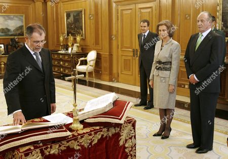 Spanish Newly Appointed Justice Minister Mariano Fernandez Bermejo (l) is Sworn in Under the Eyes of Spanish King Juan Carlos (r) Queen Sofia (2nd R) and Spanish Prime Minister Jose Luis Rodriguez Zapatero (3rd R) at the Palacio De La Zarzuela in Madrid Central Spain Monday 12 February 2007 Spain Madrid