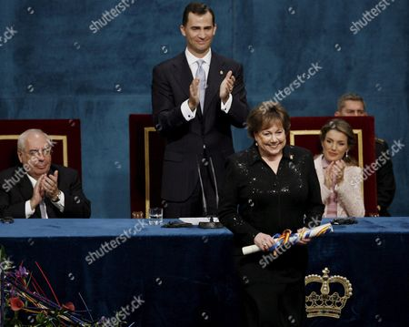 Executive Director of the United Nations Children's Fund (unicef ) Ann M Veneman Acknowledges the Applause After Receiving From Spain?s Prince Felipe of Borbon (c) the Prince of Asturias International Award For Concorde Friday 20 October 2006 in the Campoamor Theather in Oviedo Northern Spain Behind (r) is Spain's Princess Letizia and (l) Asturias Government President Vicente Alvarez Areces Spain Oviedo
