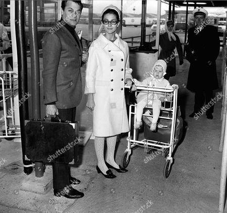 TONY CURTIS,WIFE CHRISTINE KAUFMANN AND DAUGHTER ALEXANDRA AT LONDON AIRPORT BEFORE LEAVING FOR LOS ANGELES. 10/12/65