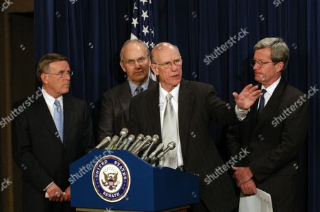 (l-r) Us Senators Richard Lugar Larry Craig Pat Robert and Max Baucus During the Press Conference of Democrats and Republican Leaders to Promote a Law That Increase the Selling of Agricultural Products to Cuba Wednesday 9 February 2005 in Washington Dc United States Washington
