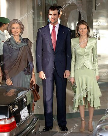 Stock Image of Spain's Queen Sofia (l) Accompanies Her Son Crown Prince Felipe (c) and the Latter's New Bride Princess Letizia (r) As They Leave Their Hotel in Amman Jordan Thursday 27 May 2004 En Route to the Wedding of Jordan's Crown Prince Hamzah Bin Al Husein and His Fianc?e Princess Noor Bint Asem Bin Nayef in the Zahran Palace Jordan Amman
