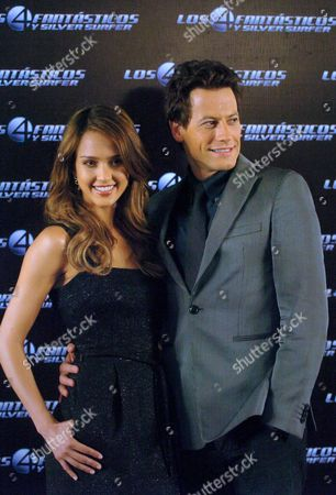 Us Actress Jessica Alba (l) and British Actor Ioan Gruffud (r) Pose For Photographers 21 June 2007 During a Press Conference in Mexico City to Promote the New Movie 'Fantastic Four: Rise of the Silver Surfer' Mexico Mexico City