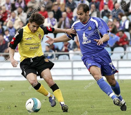 Getafe's Midfield Player Mario Cotelo (r) Fights For the Ball with Argentinian Midfielder Pablo Aimar of Real Zaragoza During the Spanish League First Division Soccer Match Played at the 'Coliseo Alfonso Perez' in Getafe Madrid Central Spain Sunday 01 April 2007 Spain Getafe