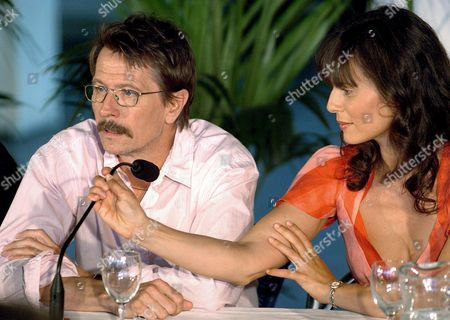 Brittish Actor Gary Oldman and Spanish Actress Aitana Sßnchez-gij?n During a Press Conference on Wednesday 24 August 2005 in San Sebastian to Present the Initial Phase of the Filming of the Movie 'El Bosque De Las Sombras' (the Forest of Shadows) by Spanish Film Maker Koldo Serra Spain San Sebastißn