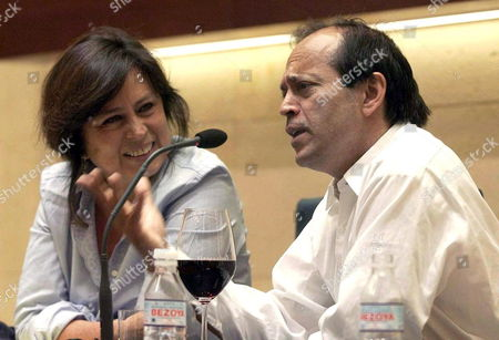 Colombian Writer Laura Restrepo (l) and Indian Writer Vikram Seth (r) Attend the Hay Festival in Segovia Central Spain Sunday 24 September 2006 the First Hay Festival in Spain Featured Four Days of Literature Ideas Music and Celebration in the City of Segovia Ending Sunday Spain Segovia